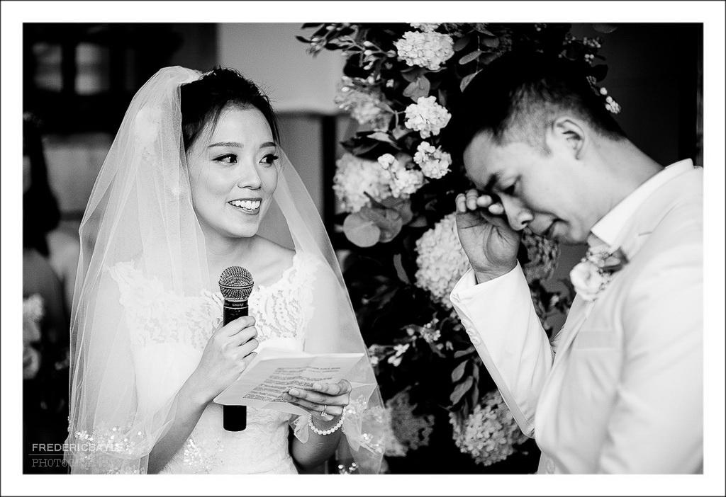 émotion du marié devant sa future épouse