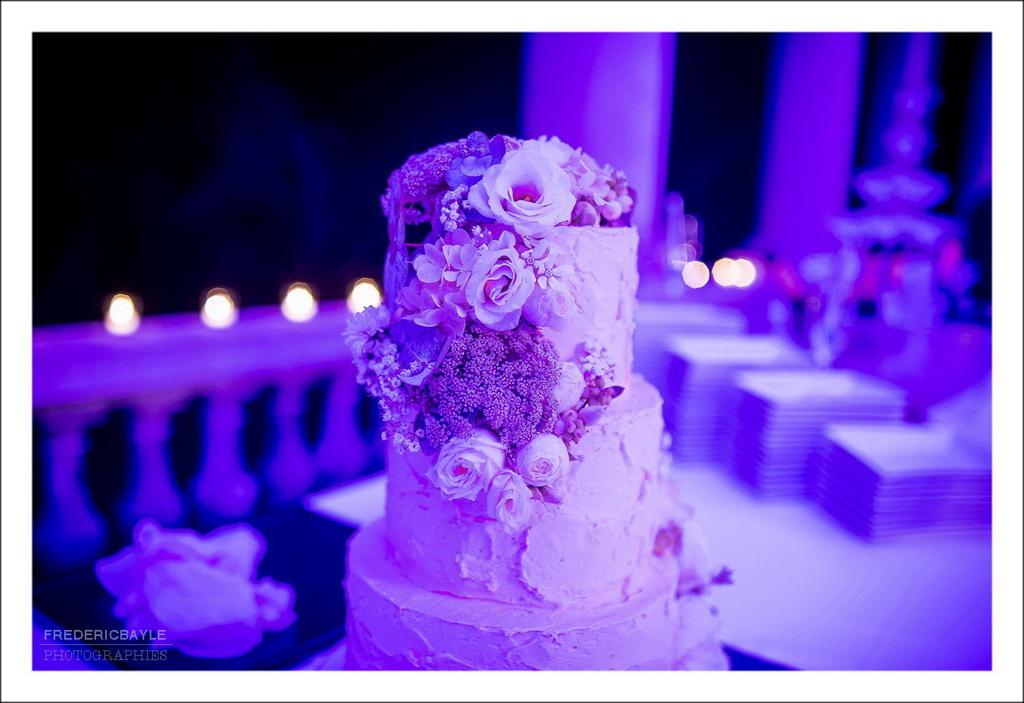 gros plan sur la pièce montée du mariage (wedding cake)