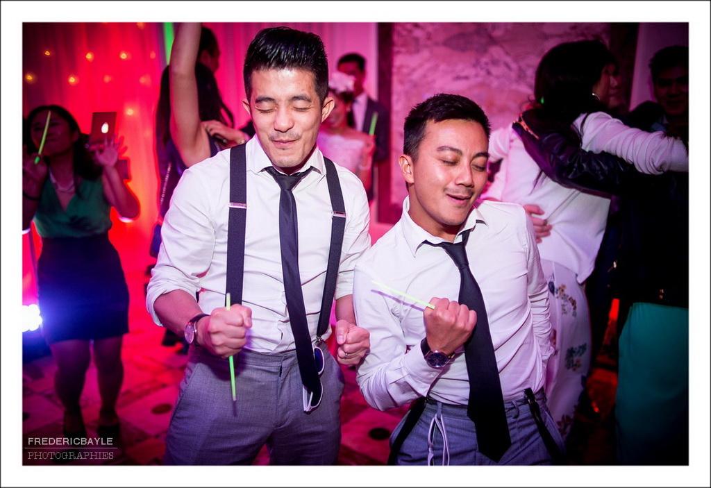 invités s'amusant sur le dance floor