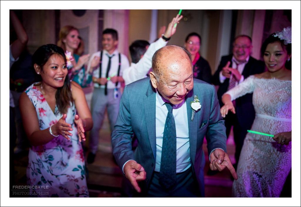 soirée dansante du mariage, scène de joie