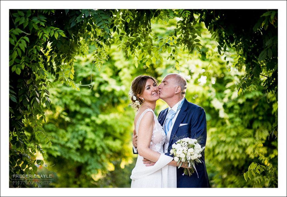 Photos des mariés aux Jardins de Bagatelle à Boulogne, près du Pré Catelan