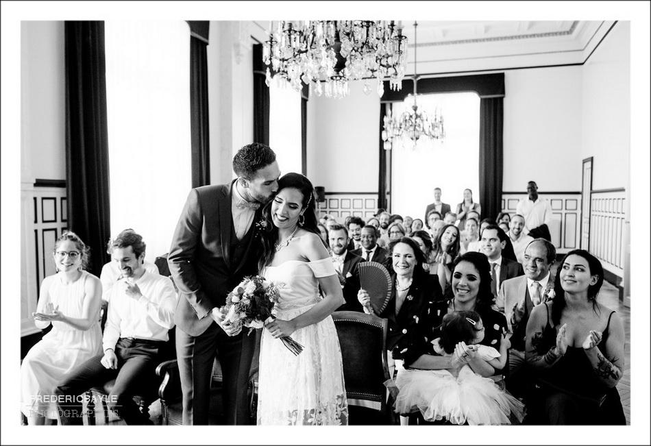Cérémonie civile du mariage, le baiser des mariés
