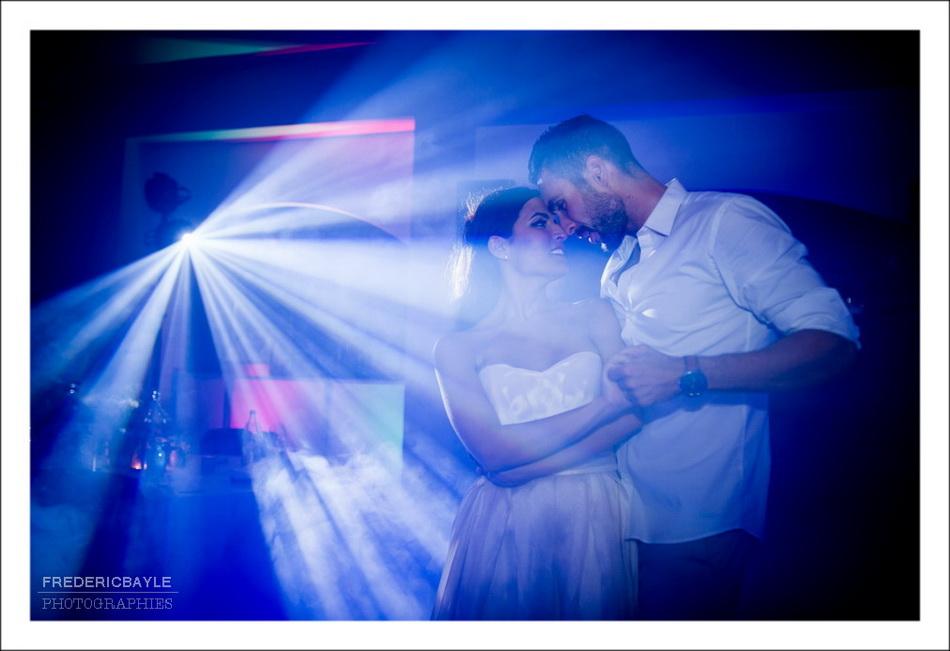 Photo des mariés avec une coupe de champagne