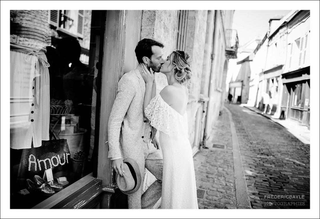 baiser des mariés avec le mot