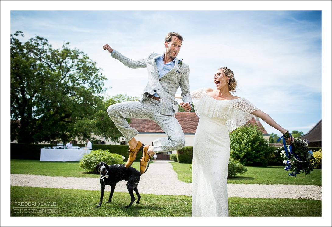 les mariés expriment leur joie