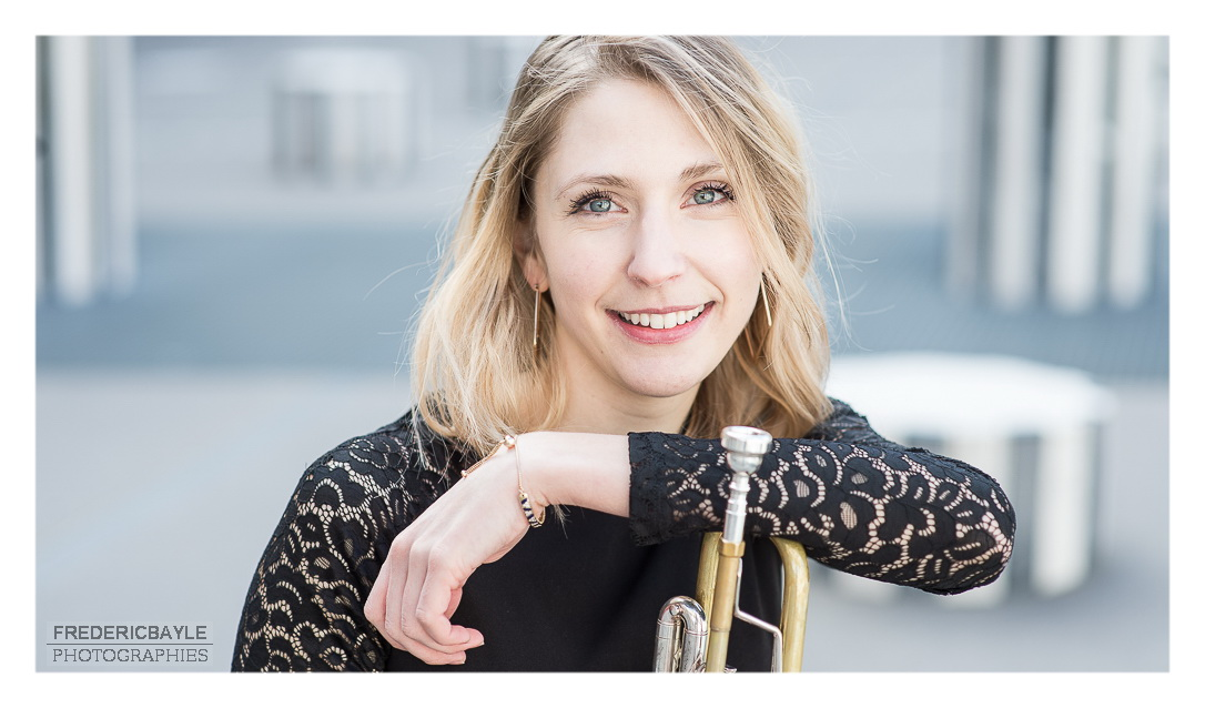 portraits d'artiste Paris, plan serré sur Pauline, artiste trompettiste