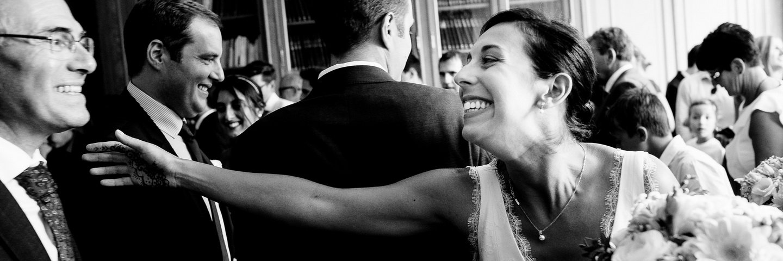 la mariée à la mairie pendant la cérémonie civile