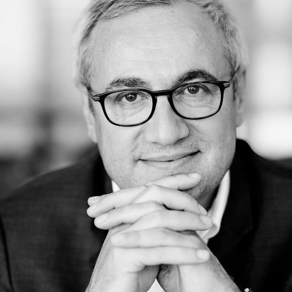 portrait corporate à Paris, photos en lumière naturelle d'un dirigeant d'entreprise