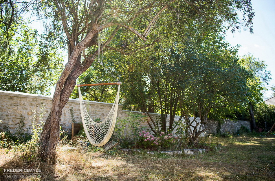 jardin d'été avec balançoire pour mon reportage famille à la campagne