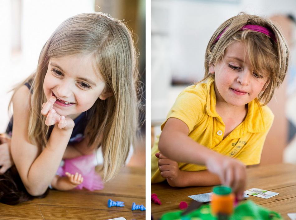 montage de deux photos en couleur des enfants