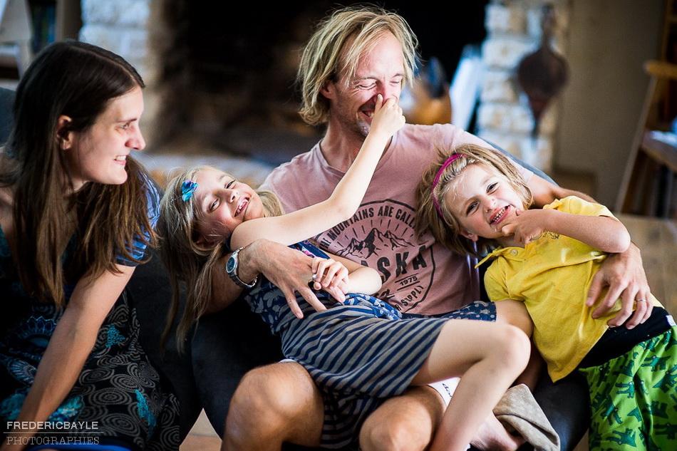 photo de famille avec papa, maman et les enfants
