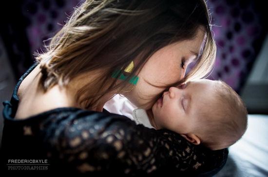 maman et son bébé, formule tarifs grossesse avec un livre photos