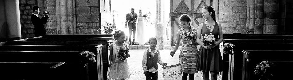 Mariage à l'Abbaye de Vauluisant : L'entrée de la mariée à l'église