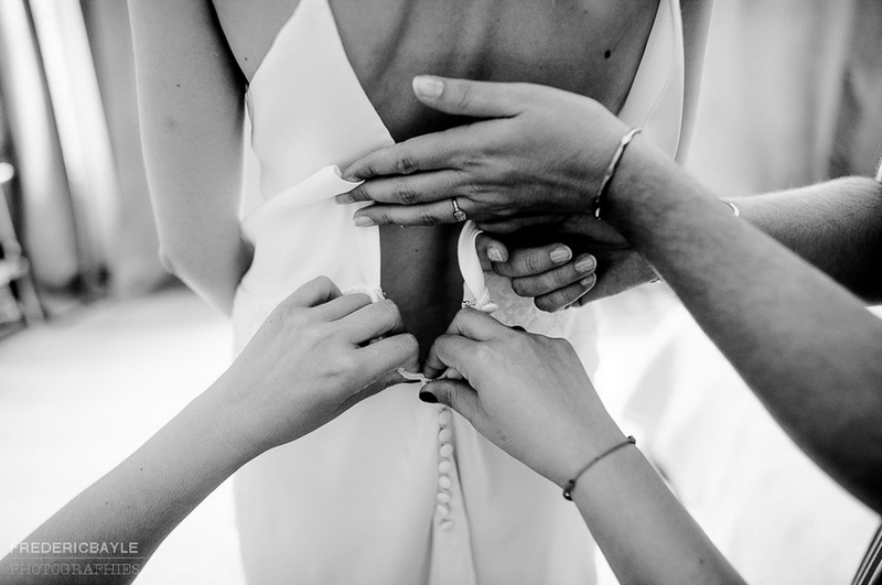 préparatifs de la mariée, le passage de la robe