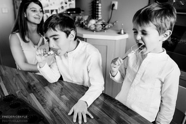 en faisant de la cuisine, reportage famille près de Paris