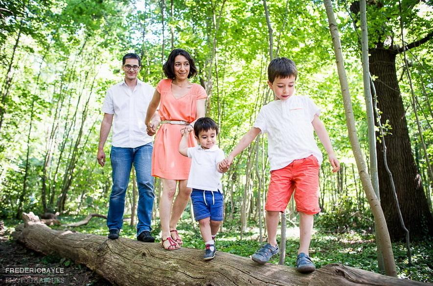 famille en forêt dans le bois de Vincennes