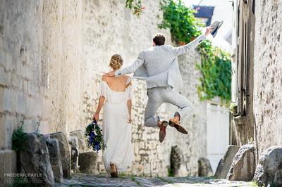 couple dans les rues de Senlis, près du Clos Barisseuse, salle de mariage