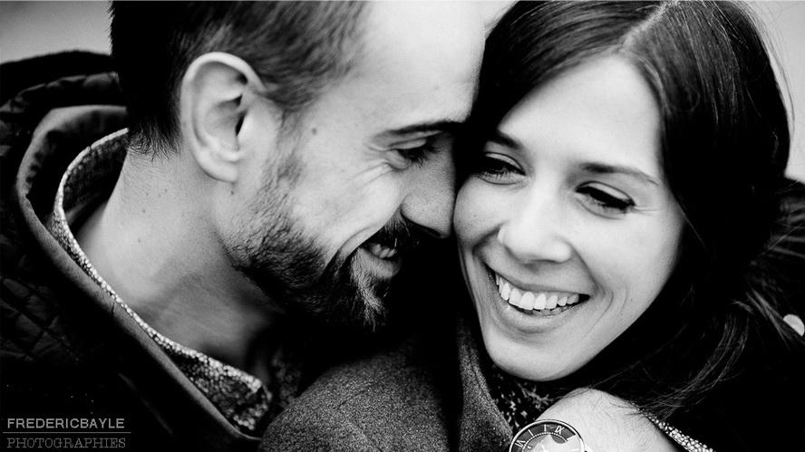 gros plan sur les visages d'un couple d'amoureux