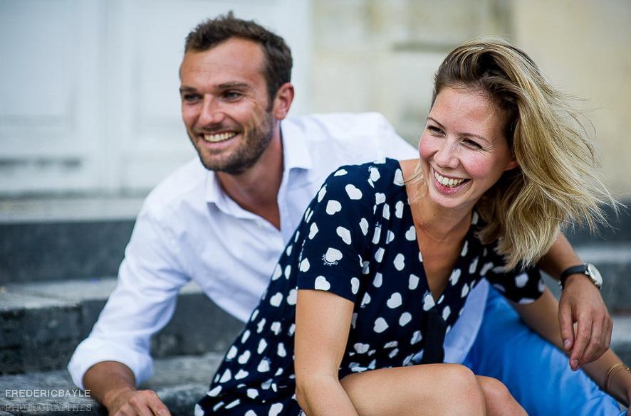 amoureux riant ensemble
