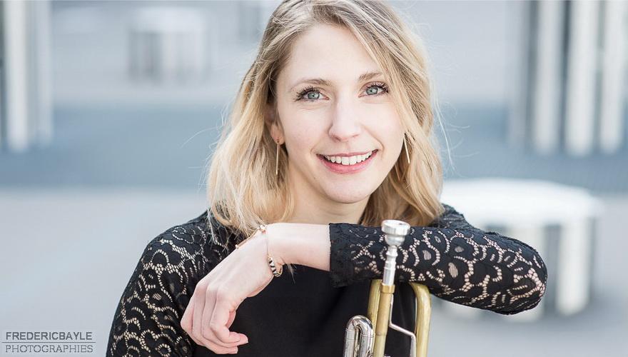 portrait d'une jeune trompettiste à Paris