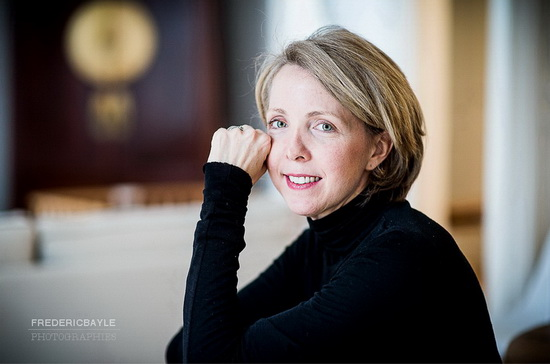 femme posant pour du portrait corporate à Paris