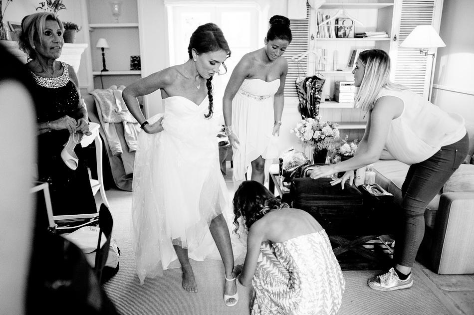 préparatifs de la mariée, le passage de la robe de mariage