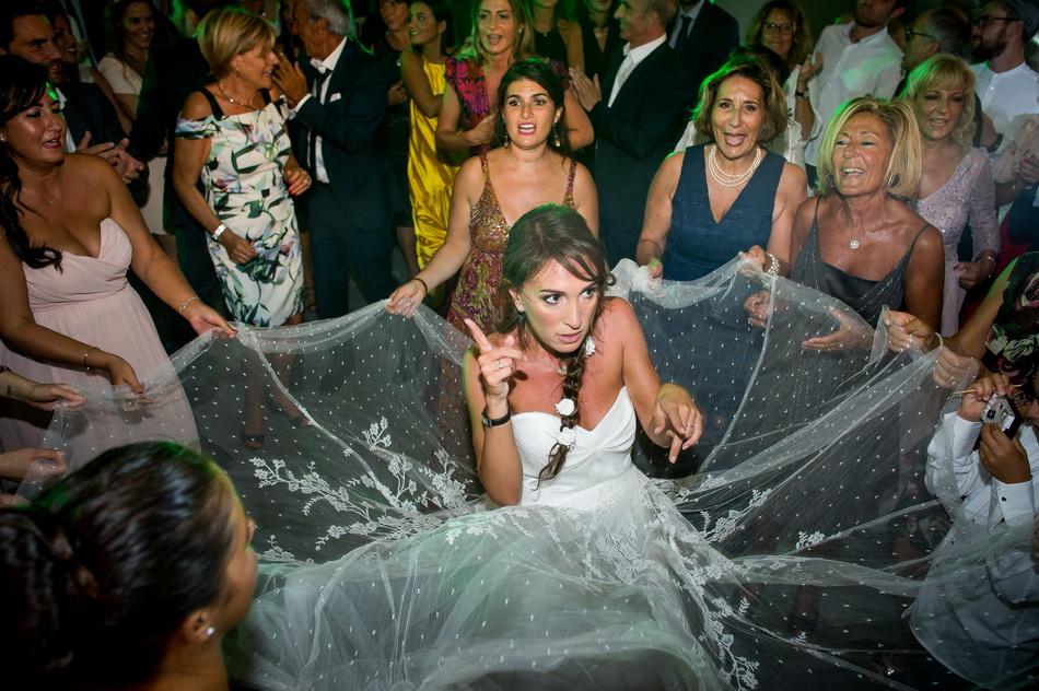 la mariée avec ses invités