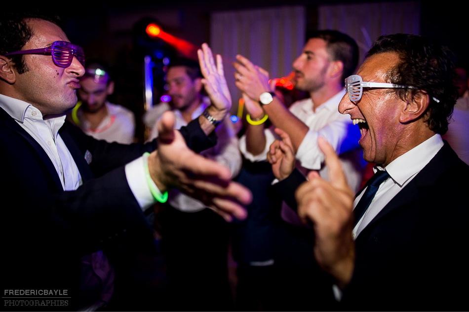 plan sur les invités du mariage sur le dancefloor
