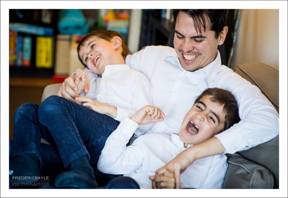 papa et ses enfants s'amuse