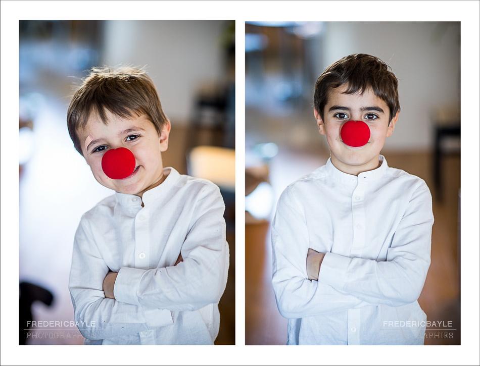 les garçons avec un nez rouges font rire bébé