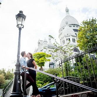 photo de couple au sacré coeur à Paris Montmartre
