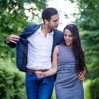 beau couple s'aimant durant une séance photo love session